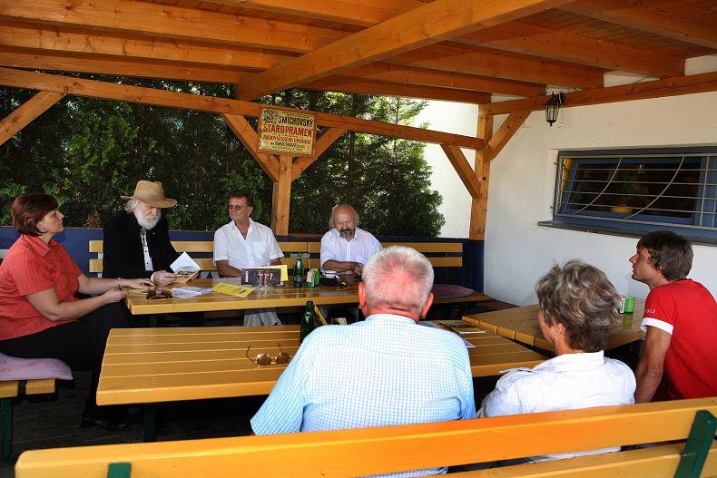 Jednání konference, zleva: Petra Lahodová ASORKD, Pavel P. Ries ASORKD, Jiří Preisinger SPJL a Bohumír Hájek SPJL