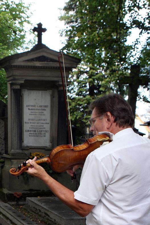 Jiří Preisinger hraje skladbu Augusta Labitzkého Hluboký žal